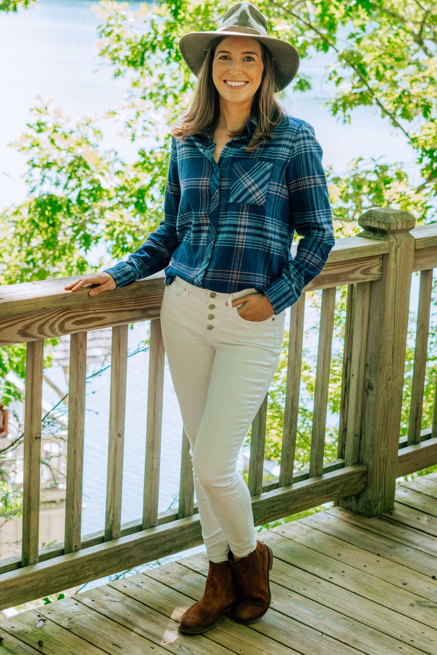 Fall Look: Flannel Shirt & White Jeans